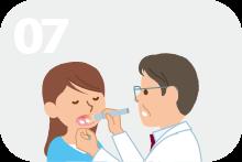 持続性の鵞口瘡や皮膚真菌症がみられる。